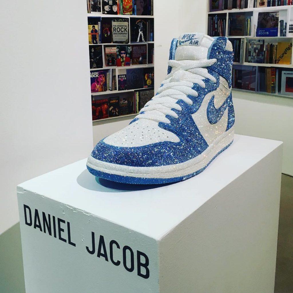 Sneaker đính pha lê